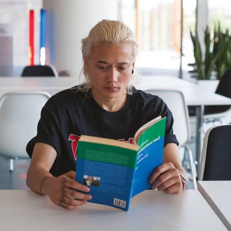 Folder-Transgender in het onderwijs-TNN